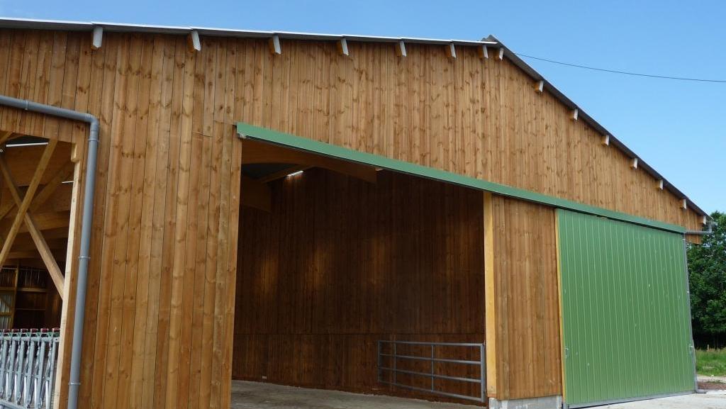 Hangar agricole en bois for Batiment en bois en kit